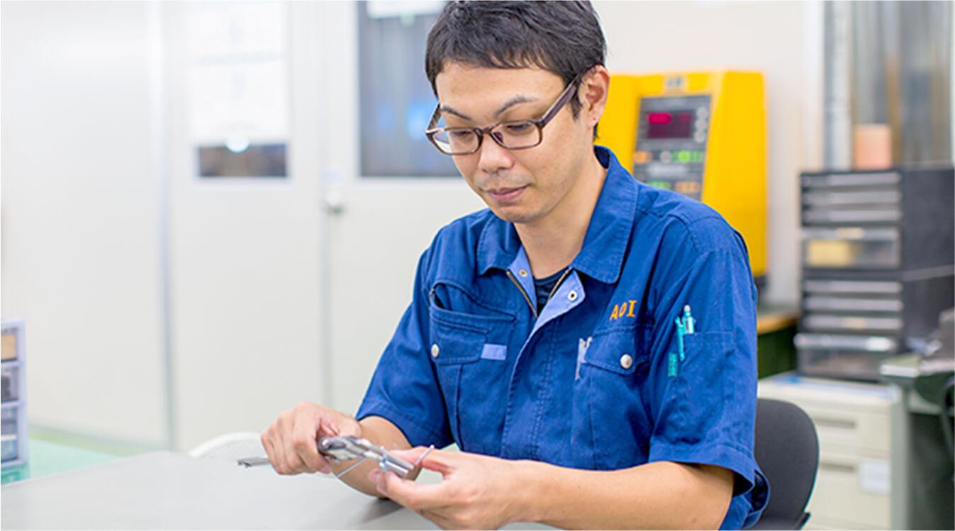 品質保証部で製品の検査